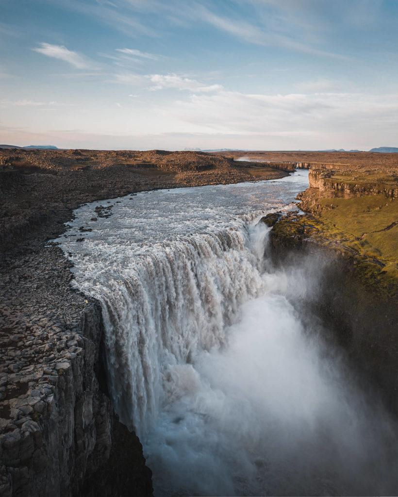 gorge-view-sightseeing-tour-guide-rain-regen-cold-diamond-circle-kreis-legend