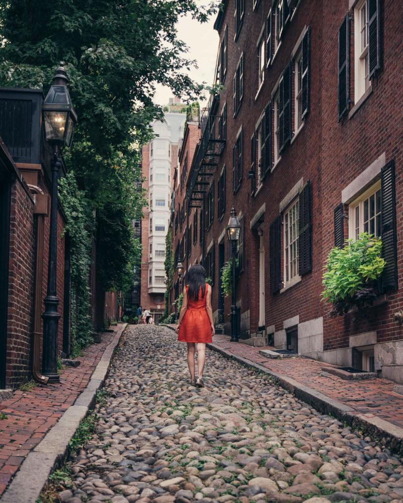 boston-acorn-street-red-roadtrip-us-1