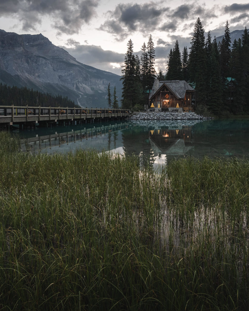 emerald-moraine-louise-hotel-lodge