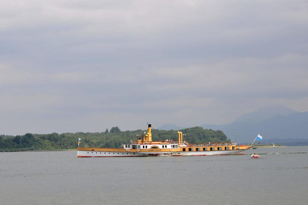 herrenchiemsee-abtei-kloster-segelboot-lake-view-dampfer-