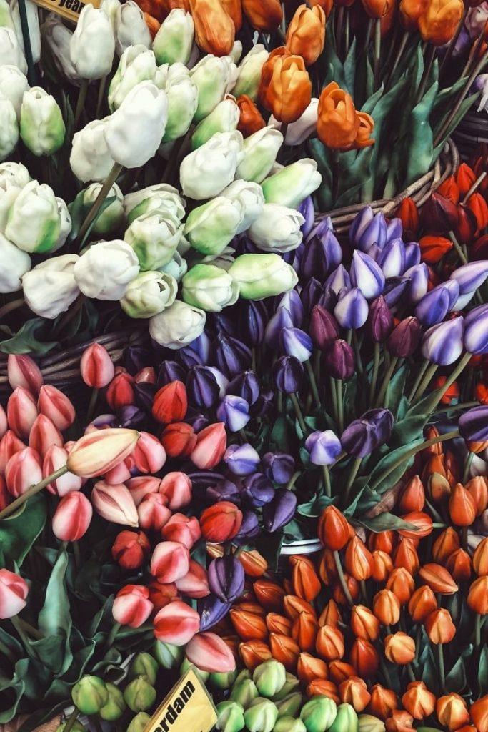 honeymoon-couple-anniversary-romantic-weekend-tulips