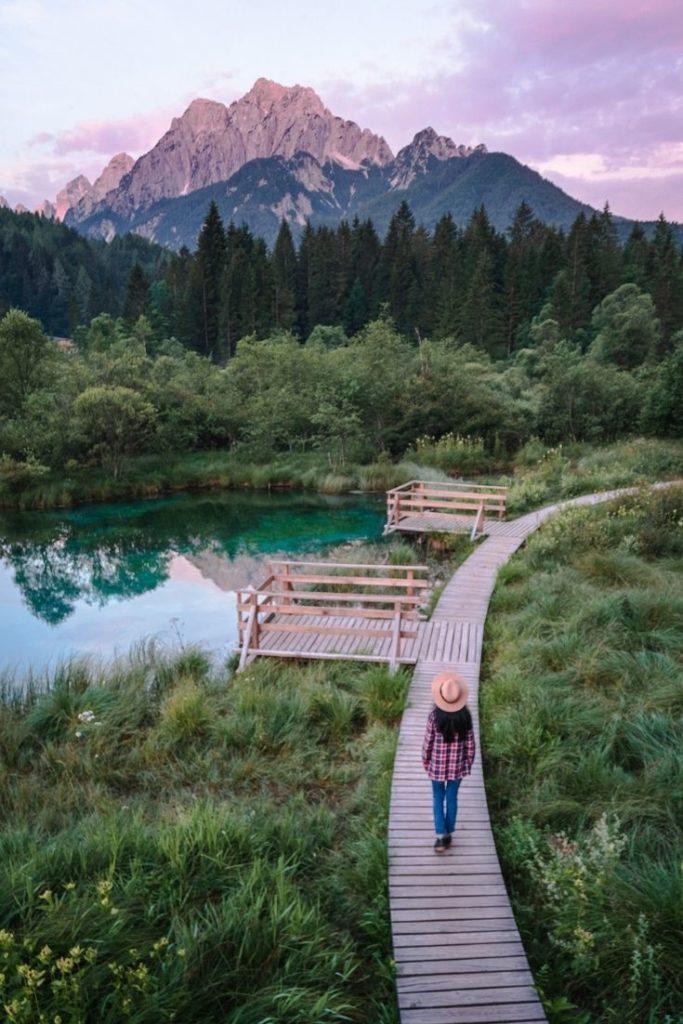 slovenia-slowenien-lake-zelenci-mountains